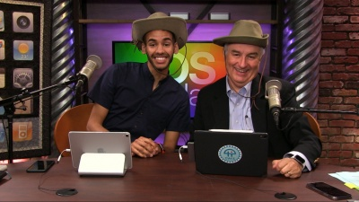 Essential traveling gadgets, fake eyes in FaceTime, Apple's Texas Hold'em is back, and more.
