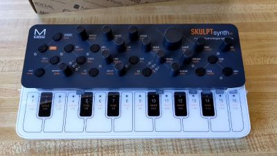 Unboxing of the Modal SKULPTsynth SE